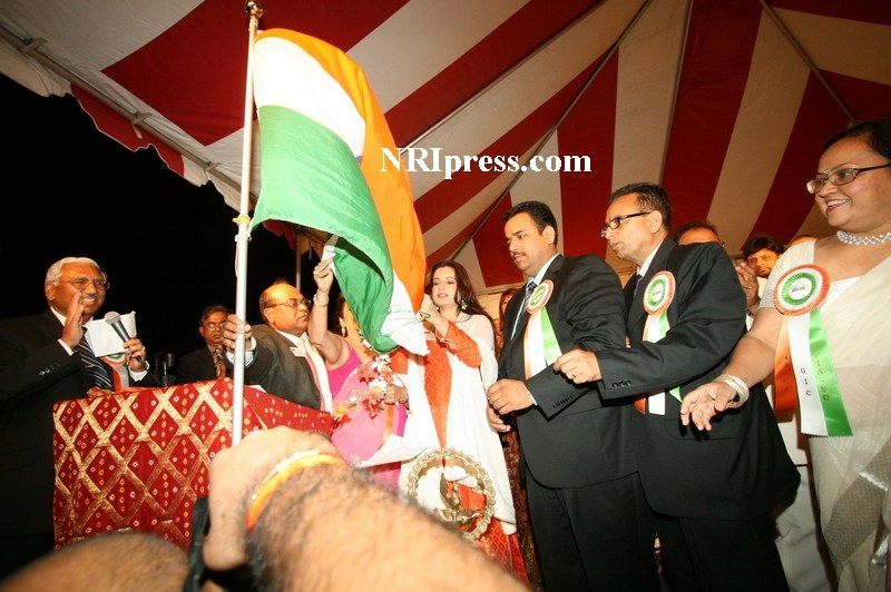 India 39 s independence day at lakewood la on aug 09 2008 for Amisha indian cuisine