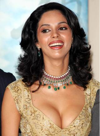 Mallika Sherawat Exposing In Hollywood